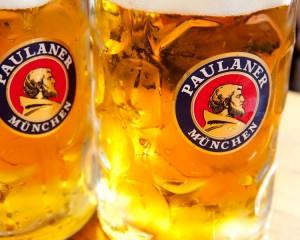 Conheça dois estilos da cervejaria Paulaner: Paulaner Salvator e Hacker-Pschoor Anno 1417.